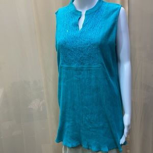 GREATER GOOD V-NECK TURQUOISE BEDED SLEEVELESS TOP
